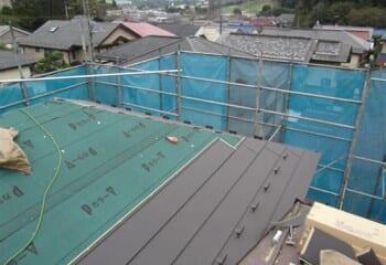 金属屋根材の取り付け