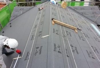 ガルバリウム鋼板張り