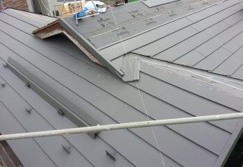 雨漏りしやい屋根取り合い部