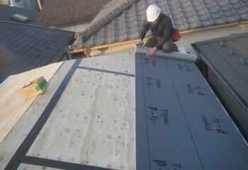 4.屋根カバー工法(ルーフィングシート張り1)
