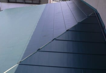 屋根カバー工法(ガルバリウム鋼板張り2)