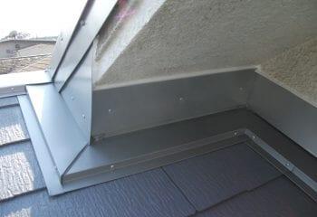 屋根取り合い部 雨押え板金