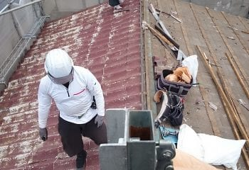 八潮市で屋根リフォーム  既存U瓦撤去