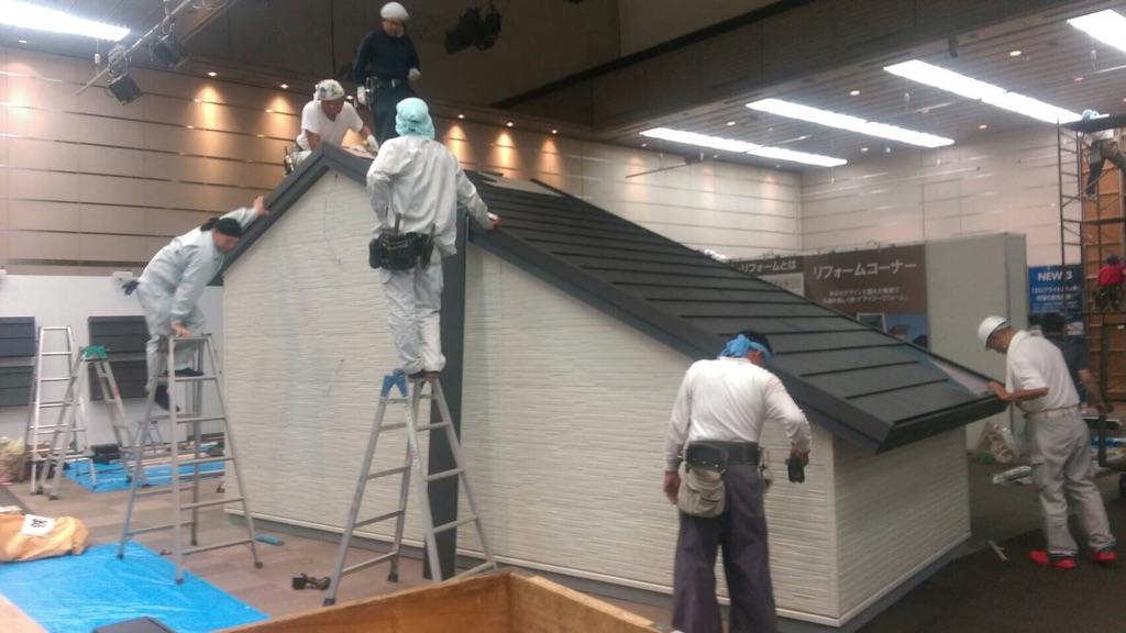 ガルバリウム鋼板屋根と外壁の設営
