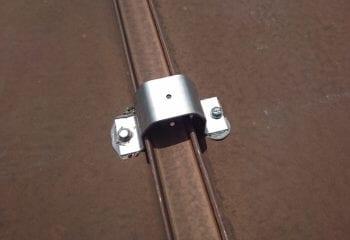 折板屋根のカバー工法金具