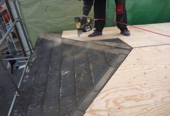 3.屋根工事開始 野地板増し張り1