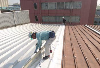 折板屋根材の取り付け