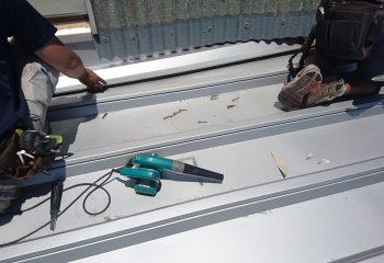 折板屋根壁際
