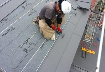 屋根本体張り 開始