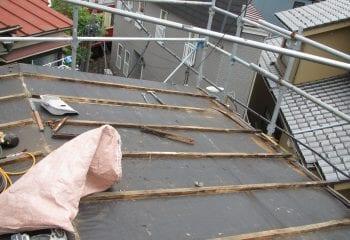 屋根工事開始 既存瓦棒撤去