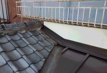 8.屋根と屋根の取り合い部の谷とい板金完成