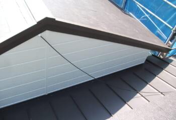 東大阪市の屋根葺き替え 金属サイディングリフォーム工事完成