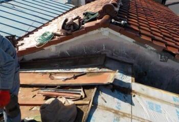 屋根葺き替え工事開始