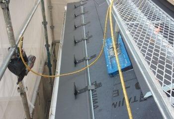 下屋根の工事