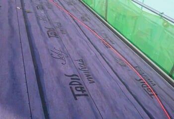 3.屋根カバー工法開始【タディスセルフ張り】