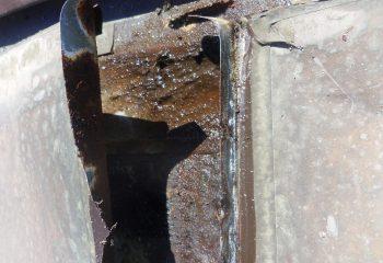 谷樋のオーバーフローによる劣化、錆び