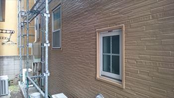 外壁と板金枠の施工