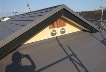 9.入母屋屋根の壁際板金