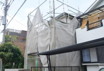 屋根工事のための足場