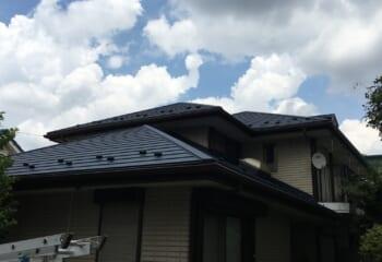 川口市の天窓とドーマーが付いた屋根リフォーム工事完成
