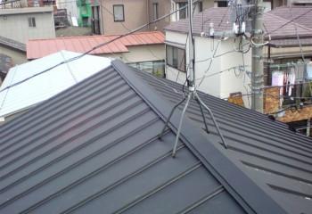 金属屋根が主流の屋根材のひとつに