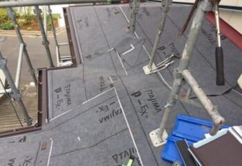 下屋根の工事開始