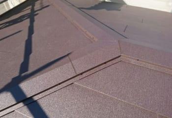 棟板金を取り付けて屋根工事完成
