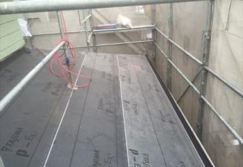 下屋根の下葺き材張り