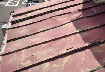 トタン屋根のはがれ