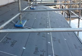 下屋根の防水シート張り
