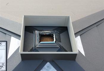 方形屋根の換気棟