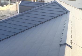 市川市の屋根リフォーム、雨樋の交換が完成です