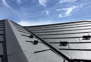 黒い屋根の色