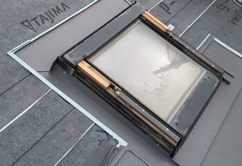 天窓に雨仕舞を施す