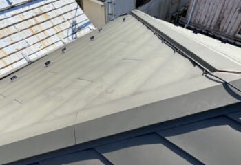 築後、経年劣化で塗膜が劣化した横暖ルーフ