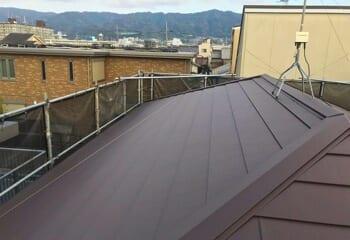 大和高田市でおこなった屋根のカバー工法リフォームと外壁塗装が完成です!