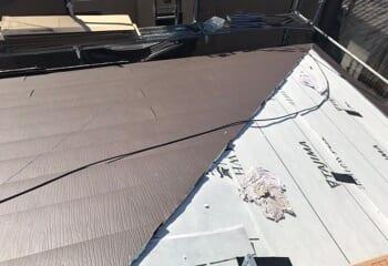 金属屋根の張り付け