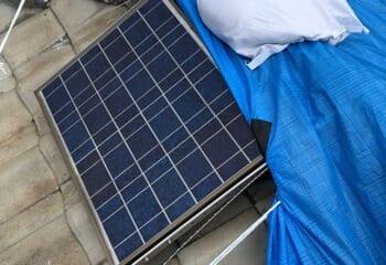 現地調査 瓦屋根に設置された太陽光パネル