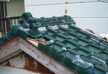 台風による瓦屋根の一部破損