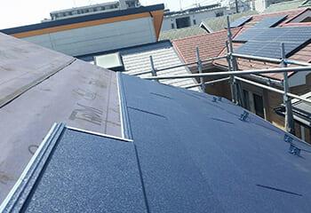 金属屋根を重ね葺き