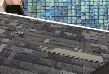 現場調査 剥がれてしまったアスファルトシングル屋根