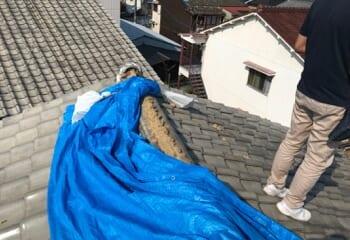 現場調査 崩落した瓦屋根の棟