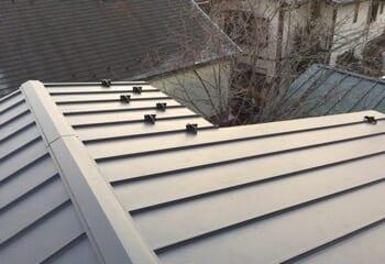 ガルバリウム立平屋根に葺き替える工事の施工後写真
