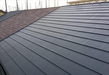 大阪市住吉区でおこなったパミール屋根のカバー工法が完成です!