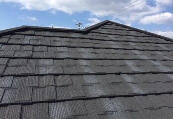 石粒付き鋼板屋根によるカバー工法の施工後写真