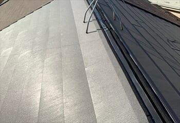 金属屋根を張り付ける