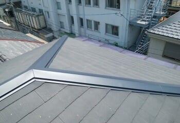 コロニアル屋根の棟板金を交換する工事の施工後写真