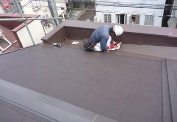 コロニアルからコロニアルへ葺き替える工事の施工前写真