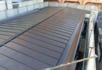金属屋根の棟板金だけを交換する工事の施工後写真