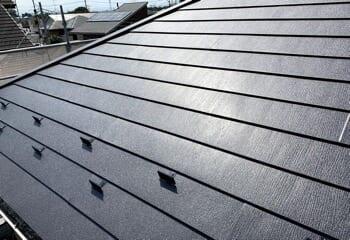 横葺き金属屋根をスーパーガルテクトで葺き替える工事の施工後写真